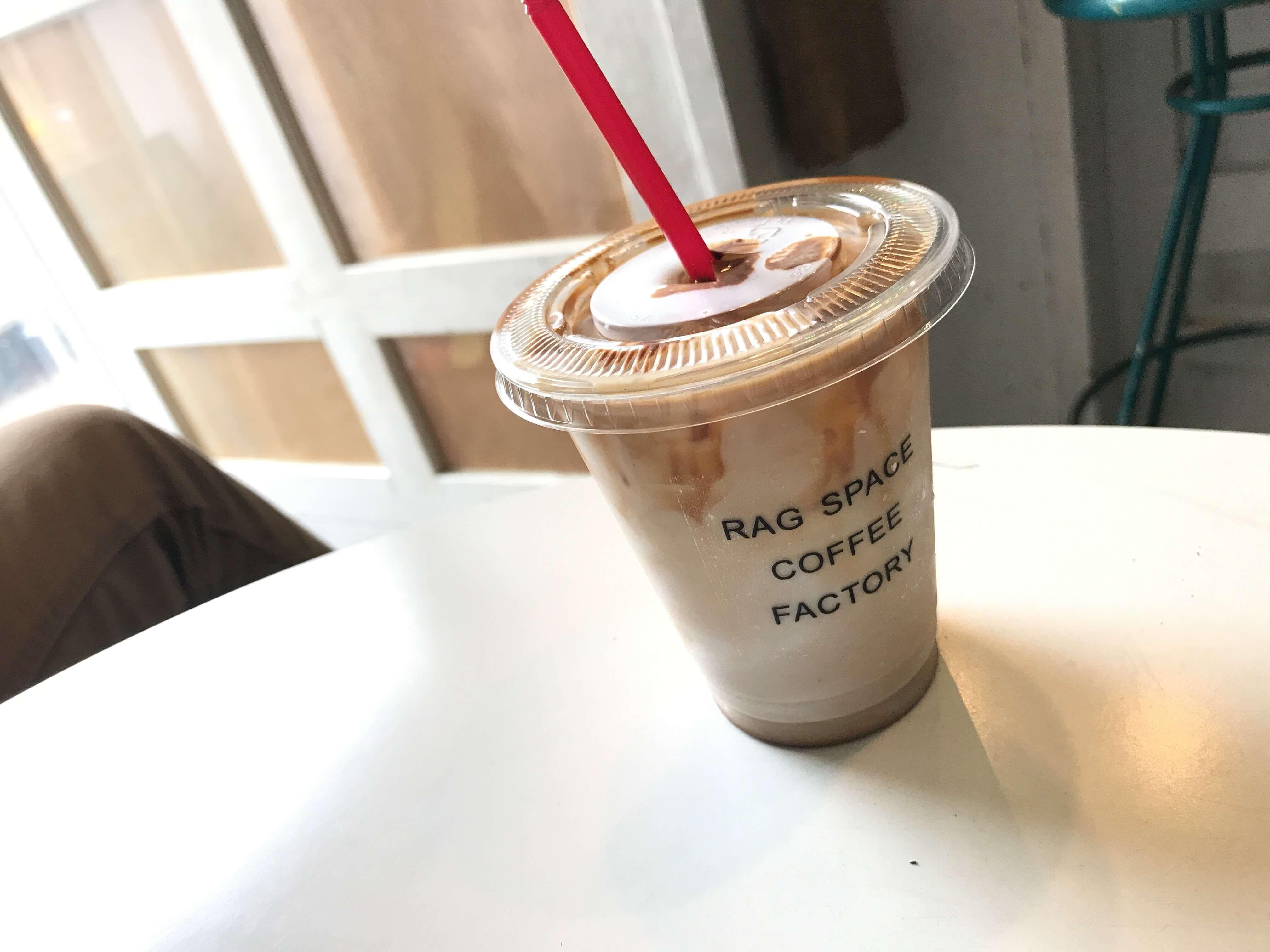 【RAGSPACE COFFEE FACTORY】路地裏のコーヒースタンド。夜中まで営業が嬉しい隠れ家カフェ。