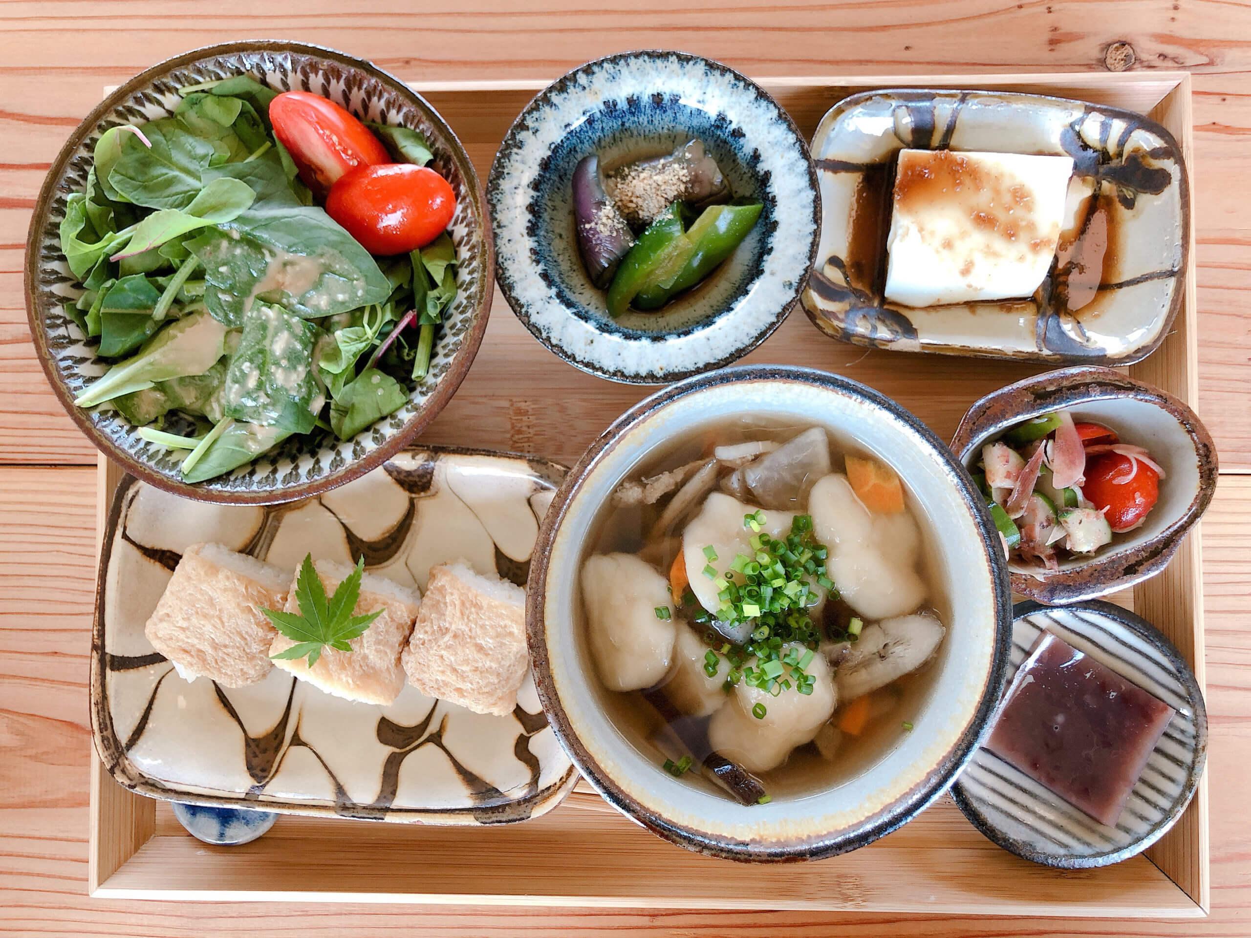 【HIKE (ハイク)】 広くてキレイなキッズスペースもある、開放感溢れるカフェ&バー&ホステル♬《熊本県玉名市秋丸》