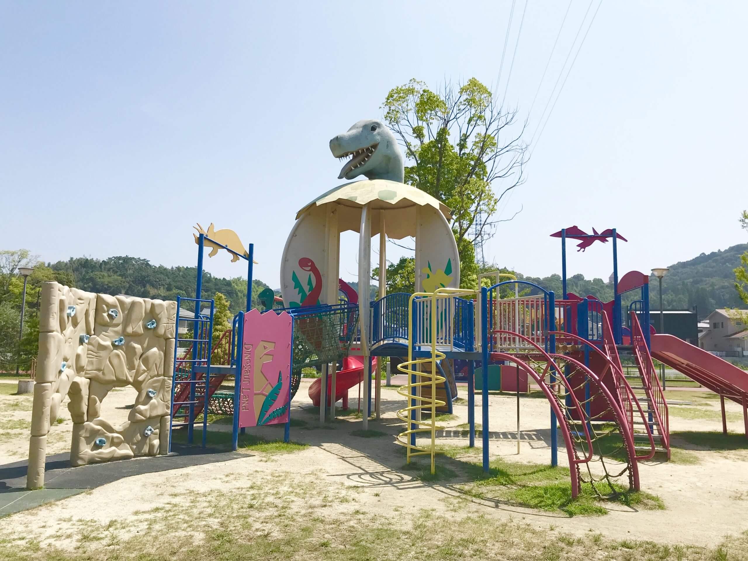 【ふれあい広場】恐竜の遊具で思いっ切り遊べる公園♪健康器具も充実!《上益城郡御船町》