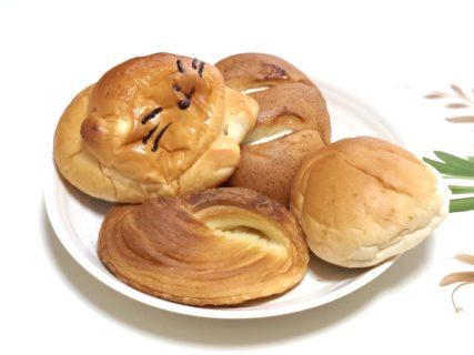 【行徳パン】ありとあらゆるパンが揃った老舗パン屋さん。ミルククリームは入った胚芽パンが悶絶美味しかった《熊本市中央区新屋敷》