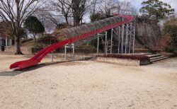 【北五反田公園】こんなところに大きな滑り台が!ちょうどいい大きさの地元で人気の公園《荒尾市川登》