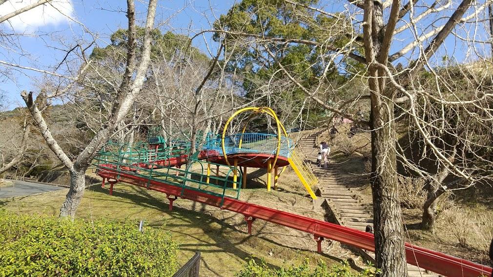【大津山公園】長い滑り台とお花見ができる公園《玉名郡南関町関東》