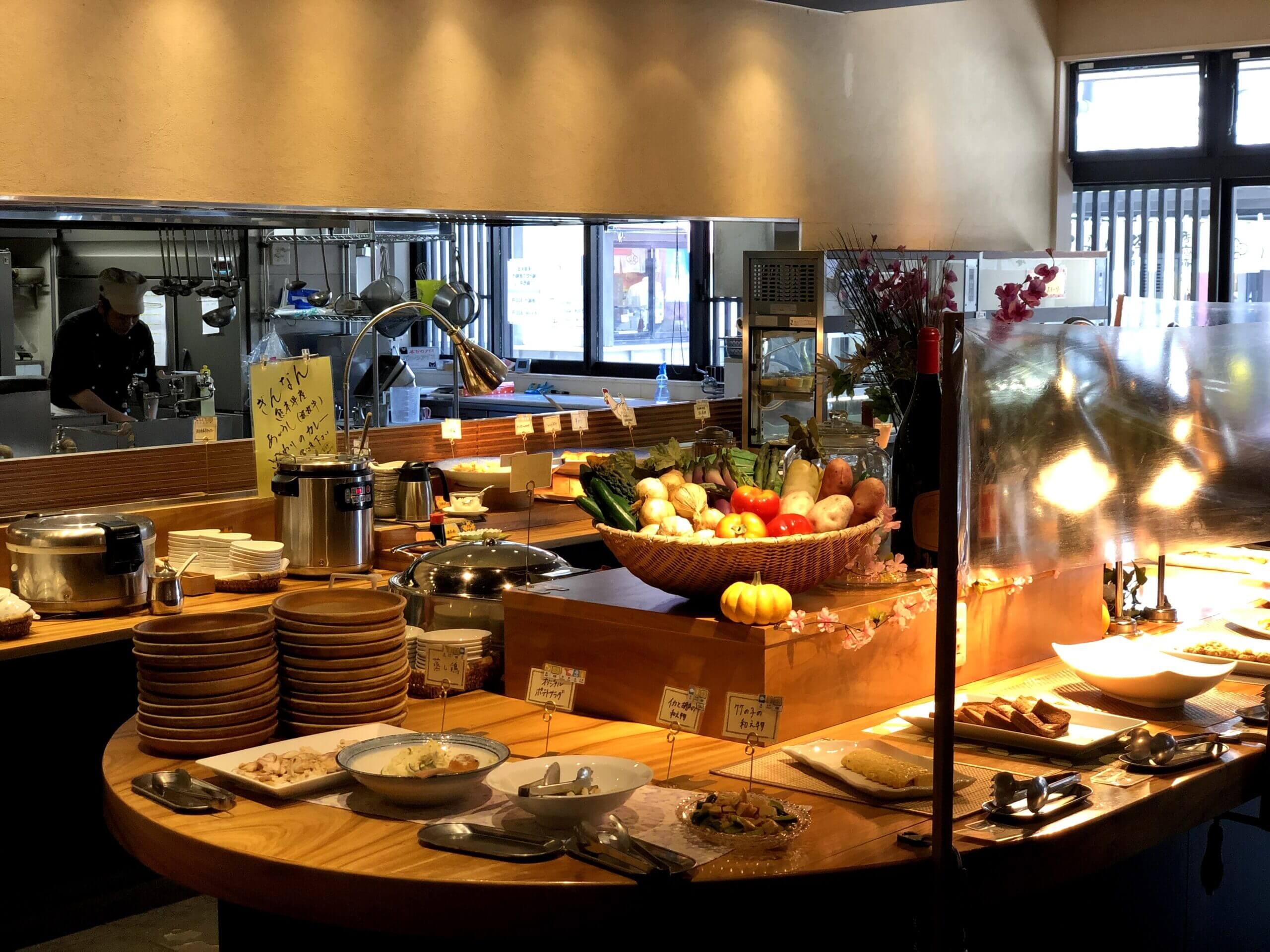 【ビュッフェレストラン ぎんなん】旬の素材や郷土料理を使った満足ビュッフェ《熊本市中央区二の丸》