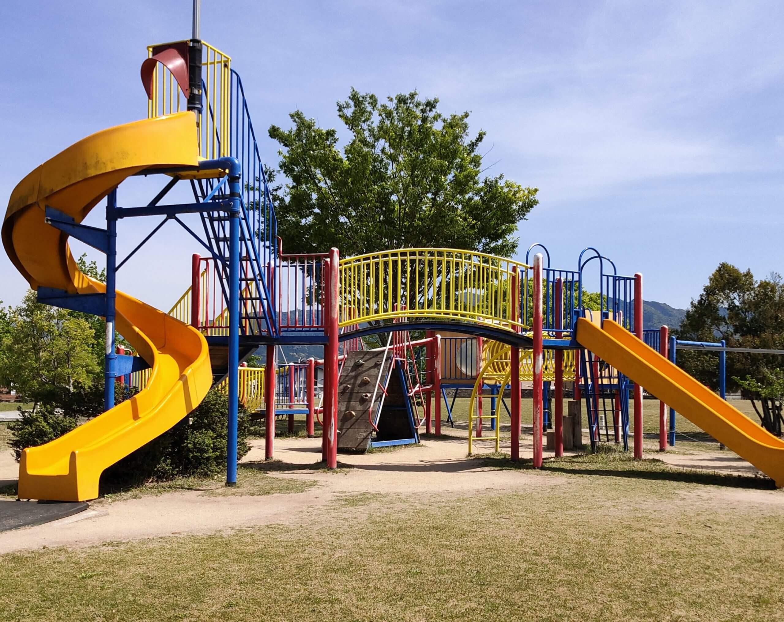 【鏡ヶ池公園】ターザンロープや滑り台が楽しい!散策もできる広い公園《八代市鏡町上鏡》