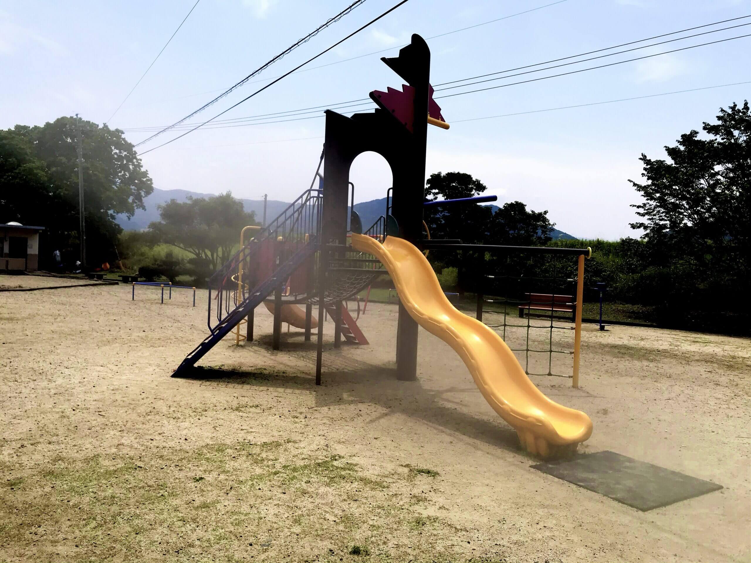【麦島東公園 – 熊本県八代市麦島東町 – 】遊ぶだけではもったいない!緑豊かな中を歩いて親子で癒しの時間も