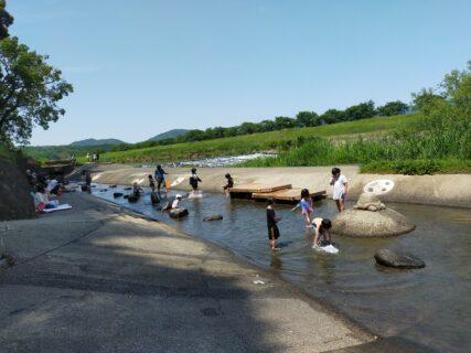 【鍋田水遊び公園 – 山鹿市鍋田 -】これからの時期最高な川遊びができる公園