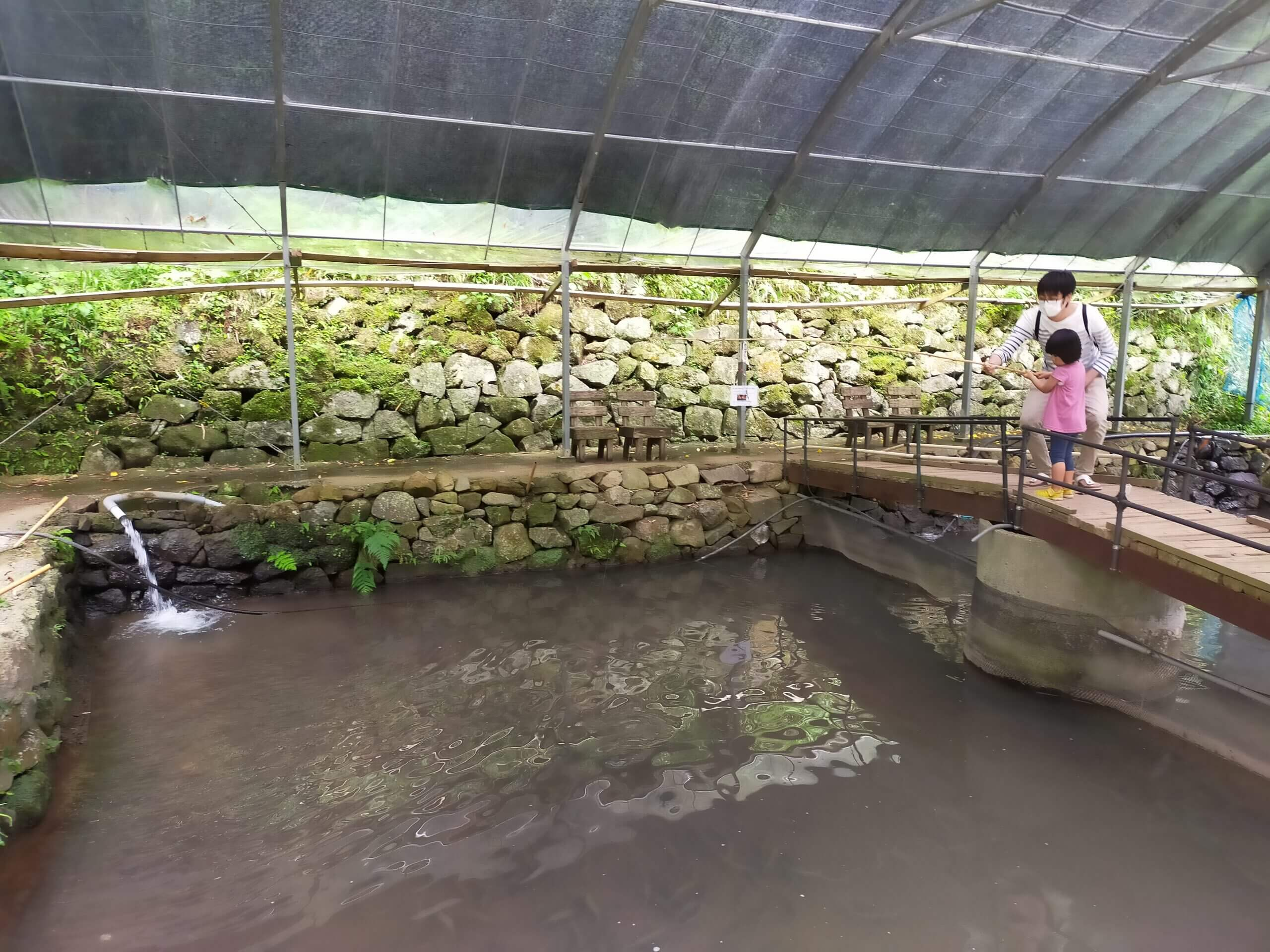 【優峰園フルーツランド – 熊本市西区河内町 – 】マス釣りができる!餌も魚肉ソーセージなので釣りデビューにいかがですか?