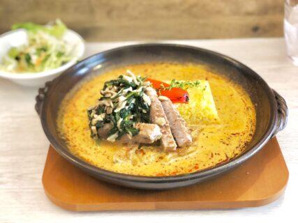 【ブルースリランカ – 熊本市南区良町 – 】贅沢な豚肩ロースステーキが乗ったグツグツカレー